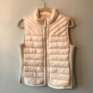 GAP white puffer vest M 💕